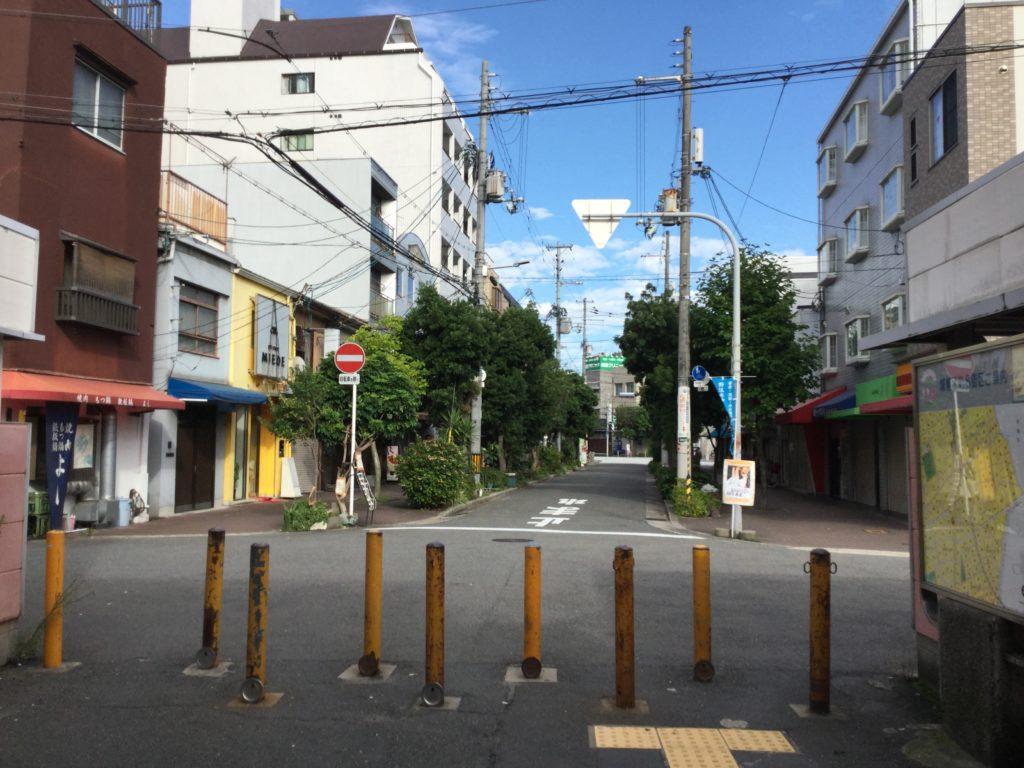 野江駅から駅前飯店まで歩く3