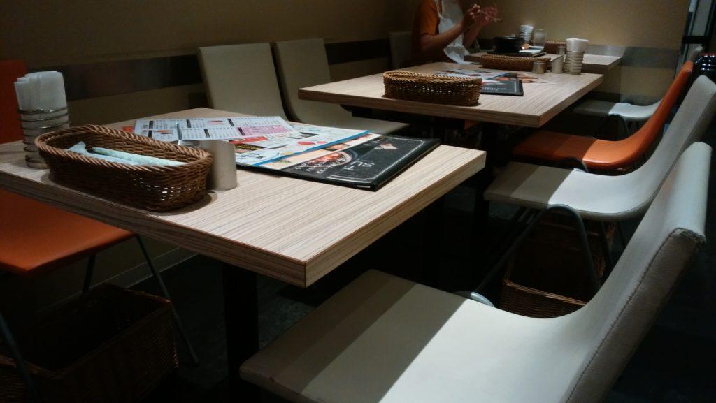 東京純豆腐大阪マルビル店の店内