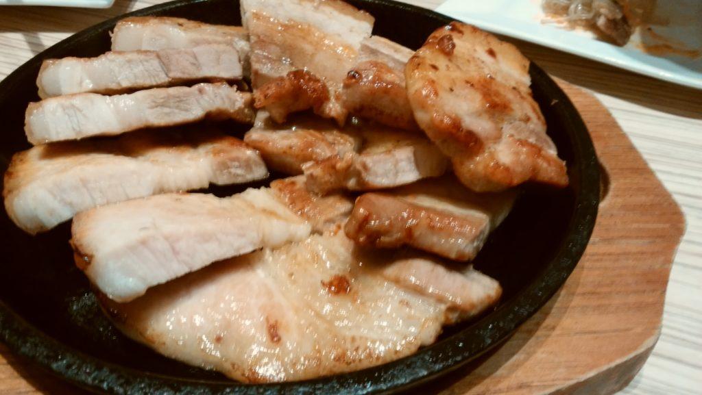 東京純豆腐大阪マルビル店のお肉