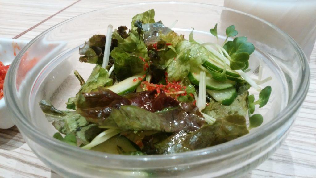 東京純豆腐大阪マルビル店のサラダ